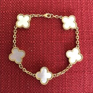 Jewelry - White Mother of Pearl 5 Clover Gold Bracelet🌸